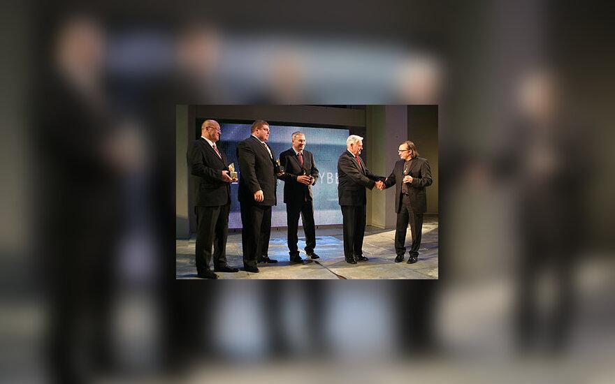 Valdas Adamkus sveikina laureatus