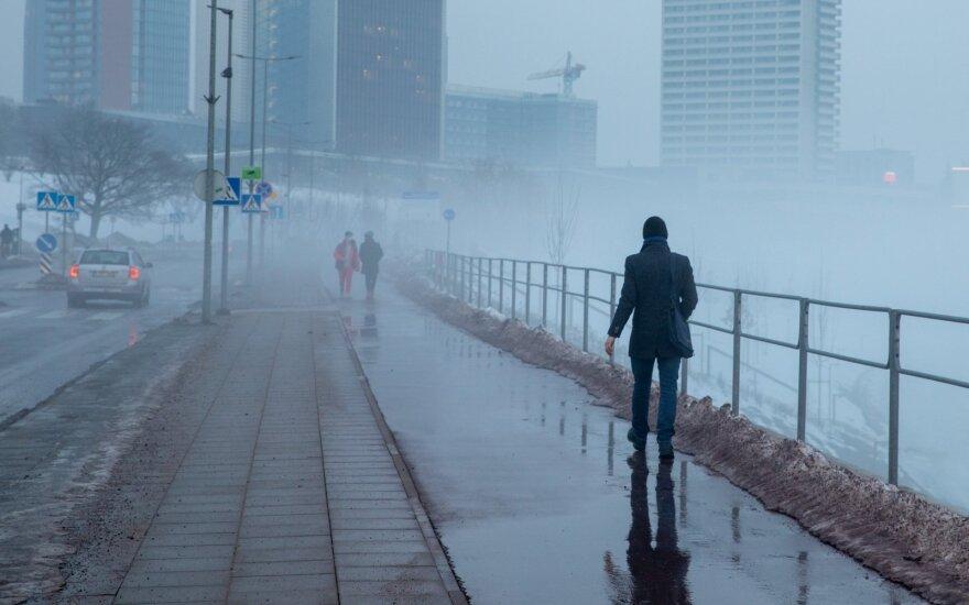 Prie Lietuvos artės galingas anticiklonas: orai atvės, pūs žvarbus vėjas