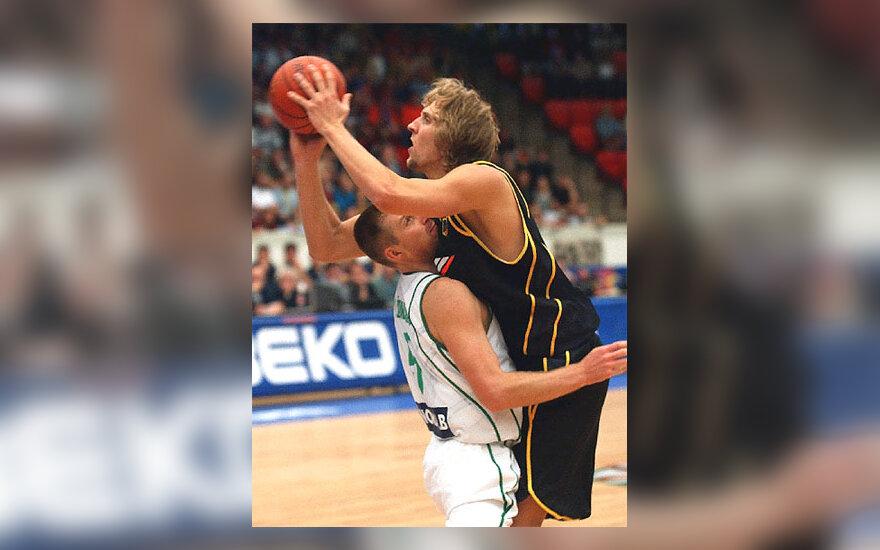 D.Nowitzki ir M.Žukauskas, krepšinio rungtynės Vokietija - Lietuva
