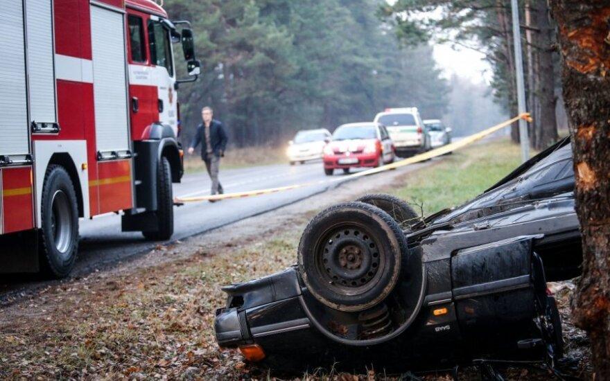 Šiurpi avarija Nemenčinėje: nuo smūgio automobilis suplyšo