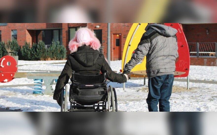 Šeimą kuriančią neįgalią porą stebina klausimai, ar ji pajėgi mylėtis
