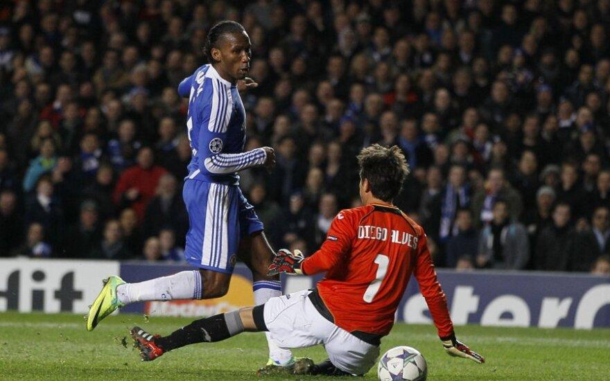 """Didier Drogba (""""Chelsea"""") muša įvartį į Diego Alveso (""""Valencia"""")  ginamus vartus"""