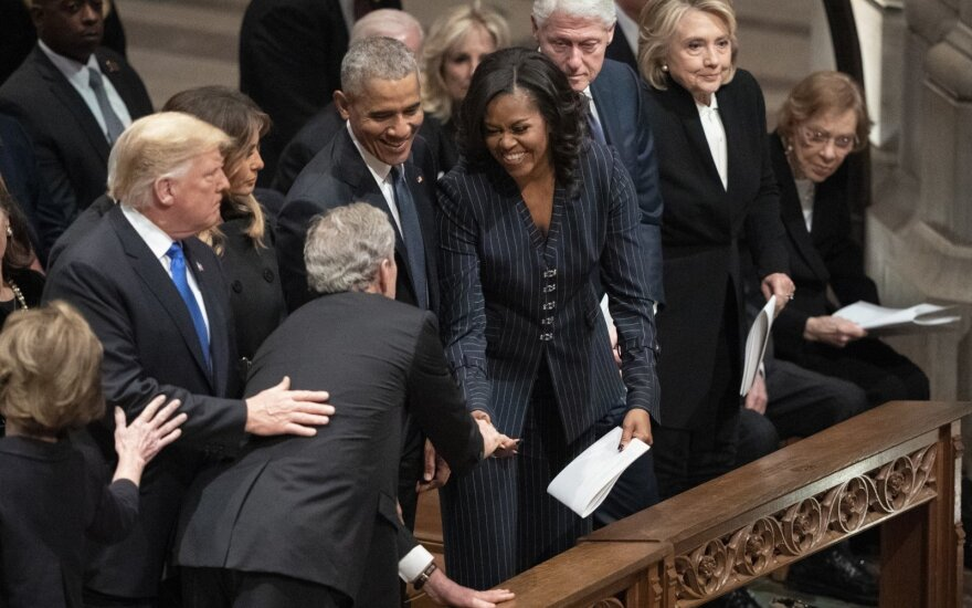 Georgeas W. Bushas, Laura Bush, Donaldas Trumpas, Melania Trump, Barackas Obama, Michelle Obama