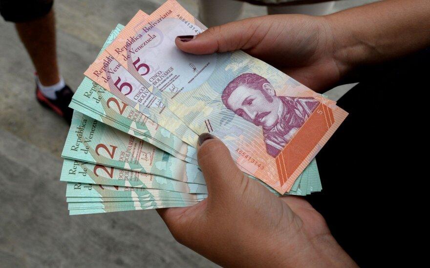 Venesuela devalvuoja bolivarą 96 proc. pagal naują kursą