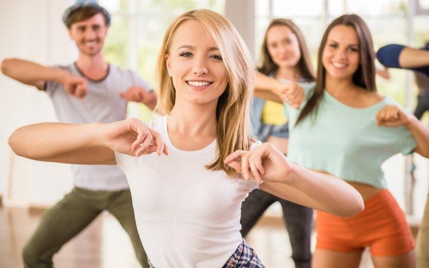 """Nuotaikinga """"Dance workout"""" treniruotė pradedantiesiems"""