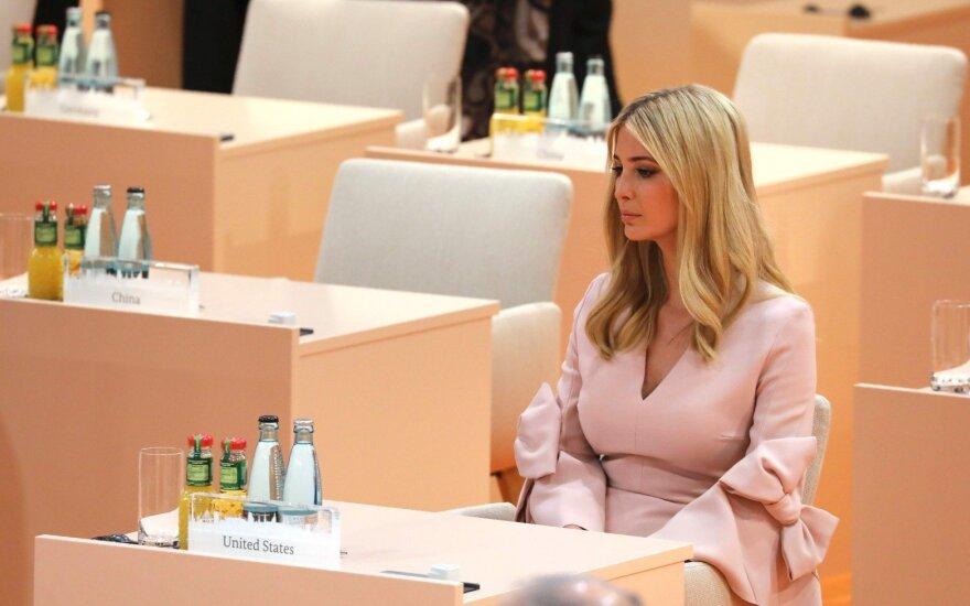 I. Trump kritikuojama dėl to, kad užėmė savo tėvo vietą G20 susitikime