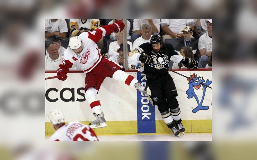 "Henrikas Zetterbergas (""Red Wings"") ir Maxime'as Talbotas (""Penguins"")"