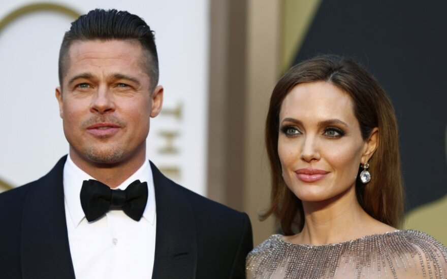 A. Jolie stabdo skyrybų procesą: ją susigrąžinti mėginantis B. Pittas neriasi iš kailio