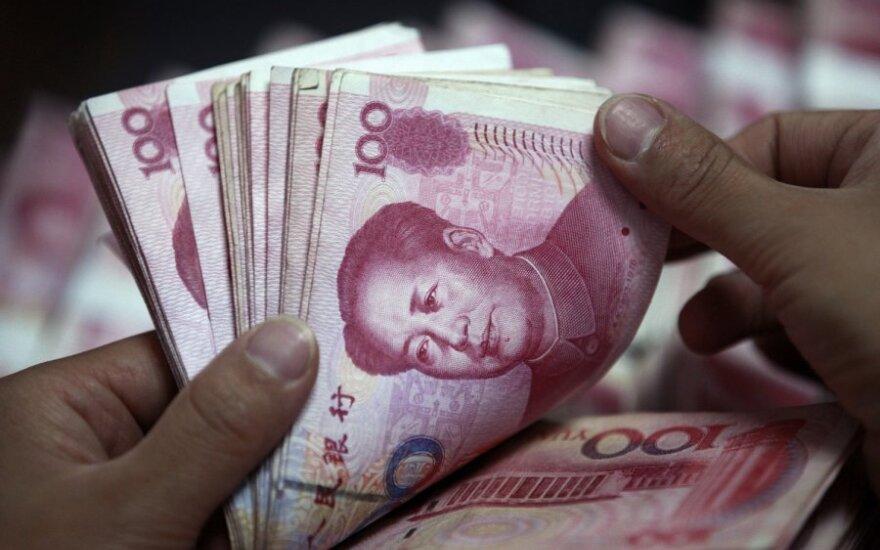 Neįprasti kinų turtuolių įgeidžiai: motinos pienas ir auksu dengti automobiliai