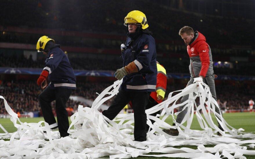 """""""Bayern"""" klubas nubaustas už aistruolių netinkamą elgesį Londone"""