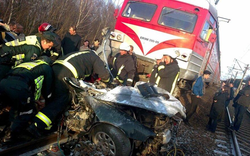 Automobilio ir traukinio avarija netoli Vievio
