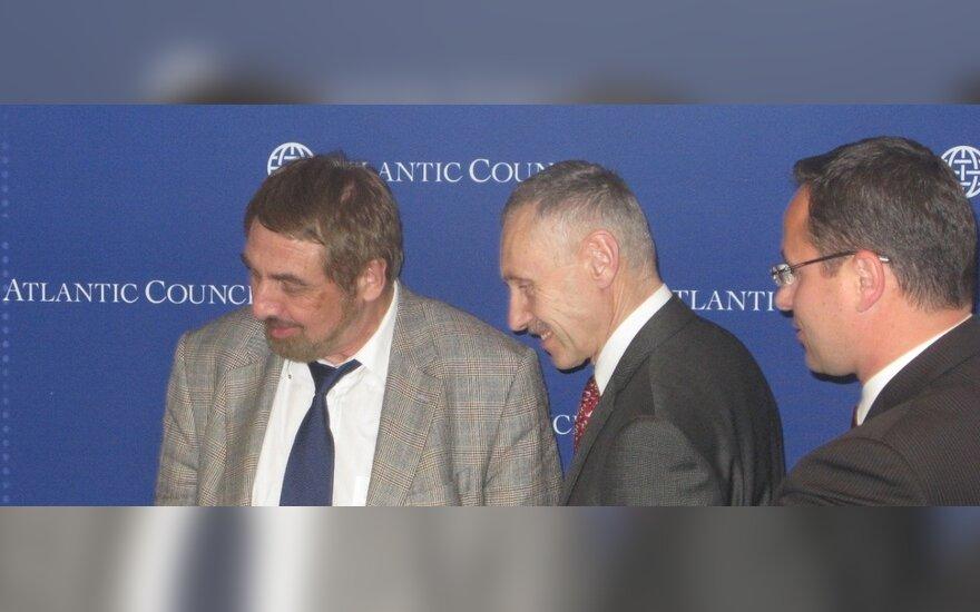 Iš kairės: energetikos ekspertas  Vladimiras Socoras, Arvydas Sekmokas ir Lietuvos ambasadorius JAV Žygimantas Pavilionis Energetikos ministerijos nuotr.