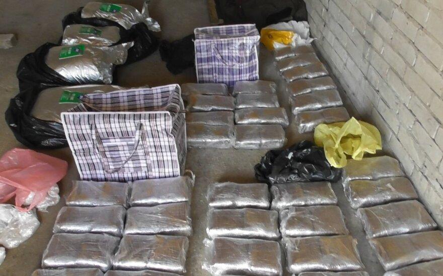 Kaime aptiktas narkotikų fabrikas: rasta apie 200 kg amfetamino