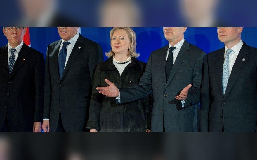 Japonijos užsienio reikalų ministras Takeaki Matsumoto, Rusijos - Sergejus Lavrovas, JAV - Hillary Clinton, Prancūzijos -  Alainas Juppe ir Britanijos - Williamas Hague.