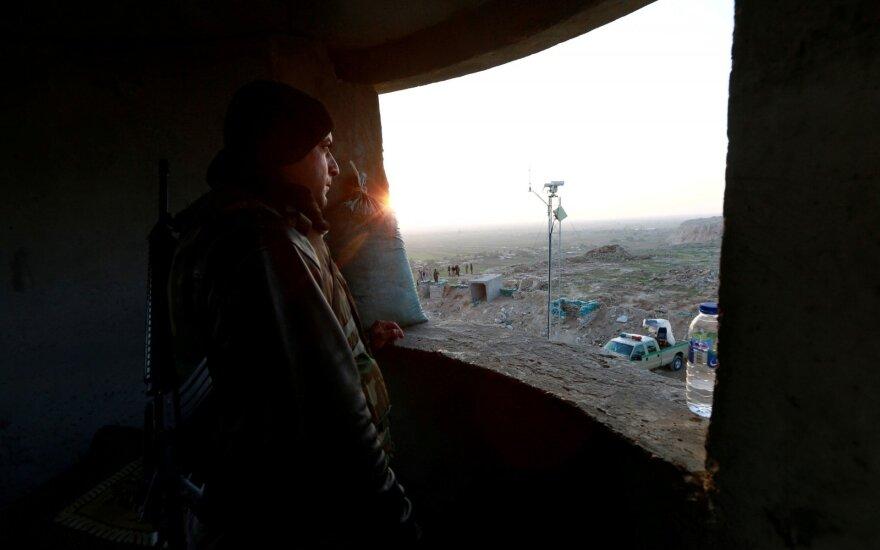 Vokietijos kariškiai sustabdė Irako karių mokymus, padidėjus įtampai dėl Irano