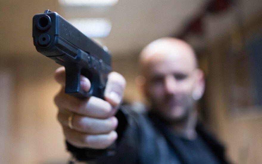 Kaune vyras nuo užpuolikų apsigynė teisėtai įsigytu ginklu