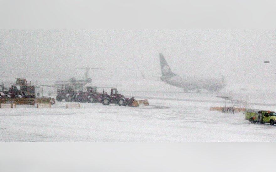 Čikagos O'Haros oro uoste dėl sniego atšaukti skrydžiai
