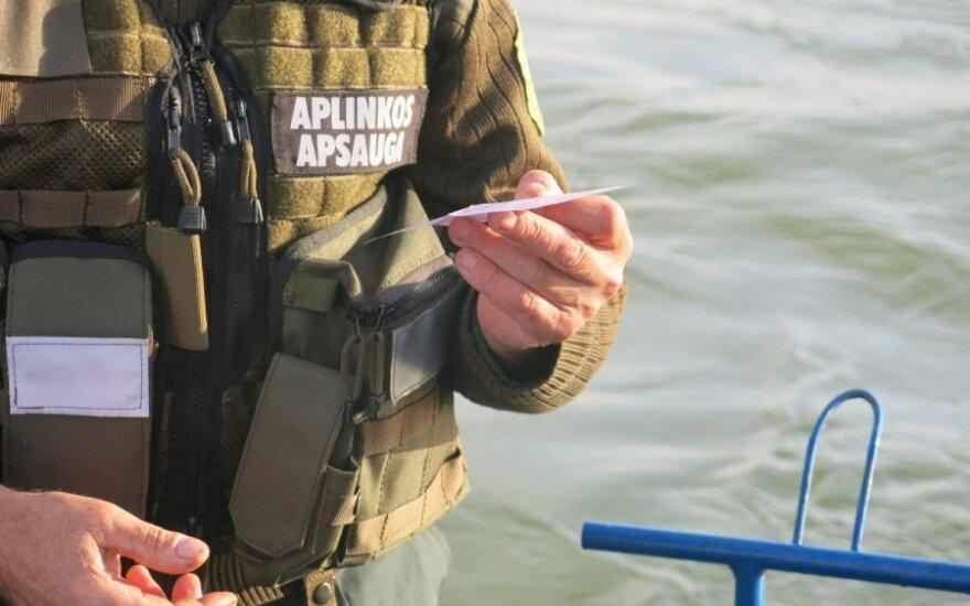Aplinkosaugininkai pričiupo be žvejo bilieto žvejojusius žvejus