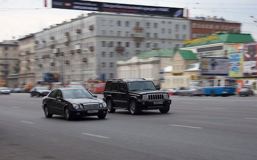 Įspėja Rusijoje prekiaujančius automobiliais: blogiausia – prieš akis
