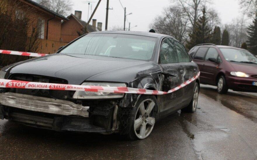 """Ant šaligatvio dešimtmetę partrenkęs ir pabėgęs """"Audi"""" vairuotojas pasidavė policijai"""