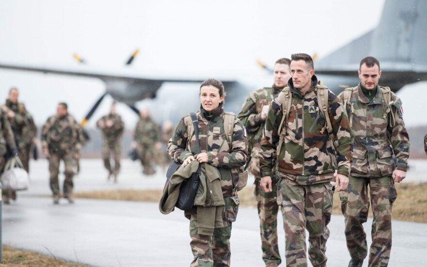 Estijoje lankysis NATO Jungtinės pajėgų vadavietės Neapolyje vadė