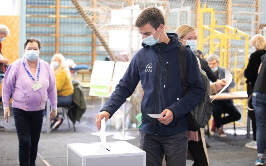 Apie 150 rinkimų apylinkėmis tapsiančių mokyklų pirmadienį mokysis nuotoliniu būdu