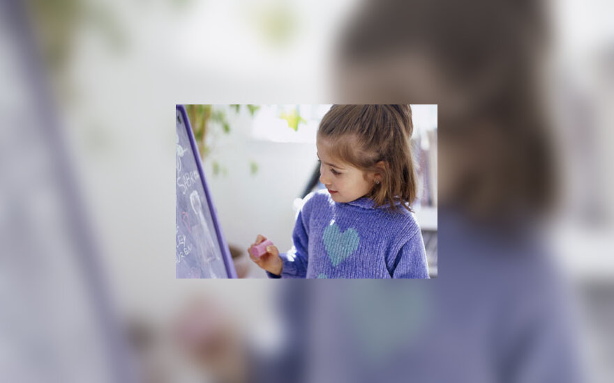 Mergaitė piešia, vaikystė