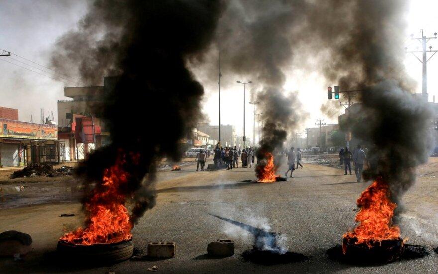 Sudano sostinėje kariškiams jėga vaikant protestuotojus žuvo mažiausiai 9 žmonės