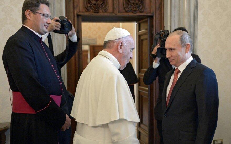 Vladimiro Putino ir popiežiaus Pranciškaus susitikimas, kairėje - Visvaldas Kulbokas