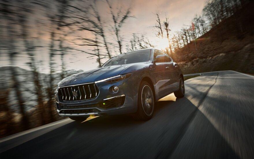 """Hibridinis automobilis pagal """"Maserati"""" – naujasis """"Levante Hybrid"""""""