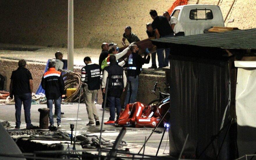 Mažiausiai 13 moterų žuvo prie Italijos nuskendus migrantų valčiai