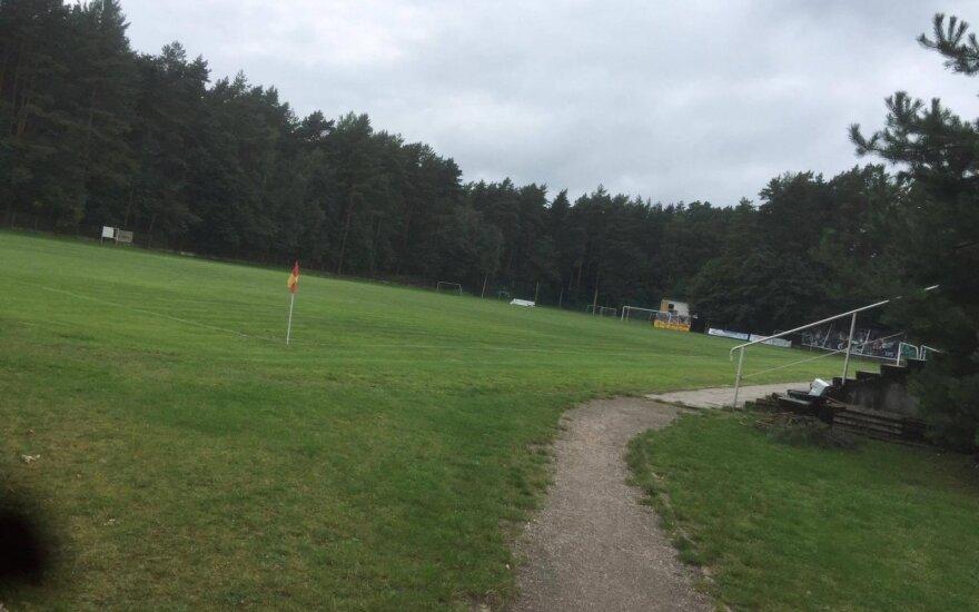Kuriozas Lietuvos futbole: į A lygos rungtynes atvykusi komanda rado tik teisėjus ir tuščią stadioną