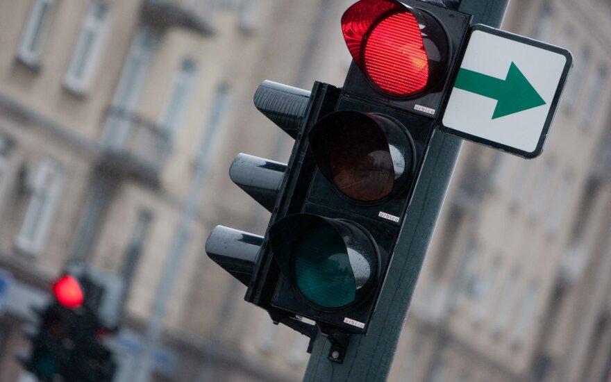 Svarbus pokytis vairuotojams: nuo lapkričio 1-osios sankryžose į dešinę suksime kitaip