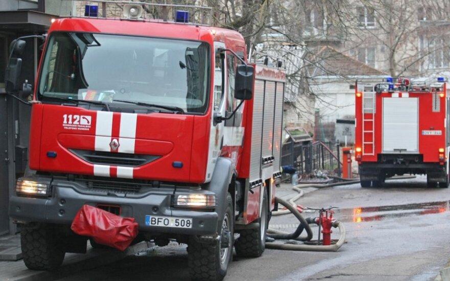 Per gaisrą Vilniuje nukentėjusios moters atgaivinti nepavyko
