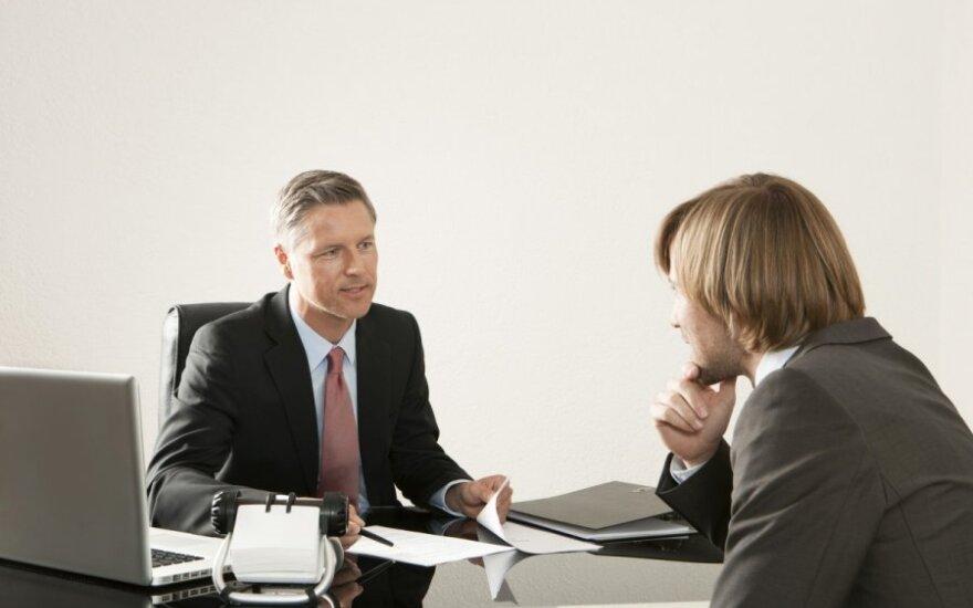 Darbo ieškančio vyro patirtis: darbdavių klausimai glumina