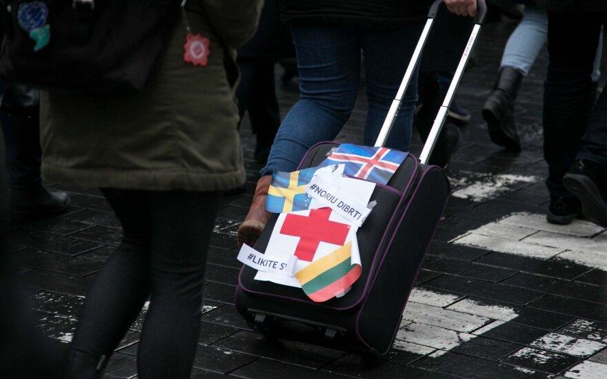 Seimas ėmėsi pataisų, kuriomis maždaug šimtu eurų keltų rezidentų atlyginimus
