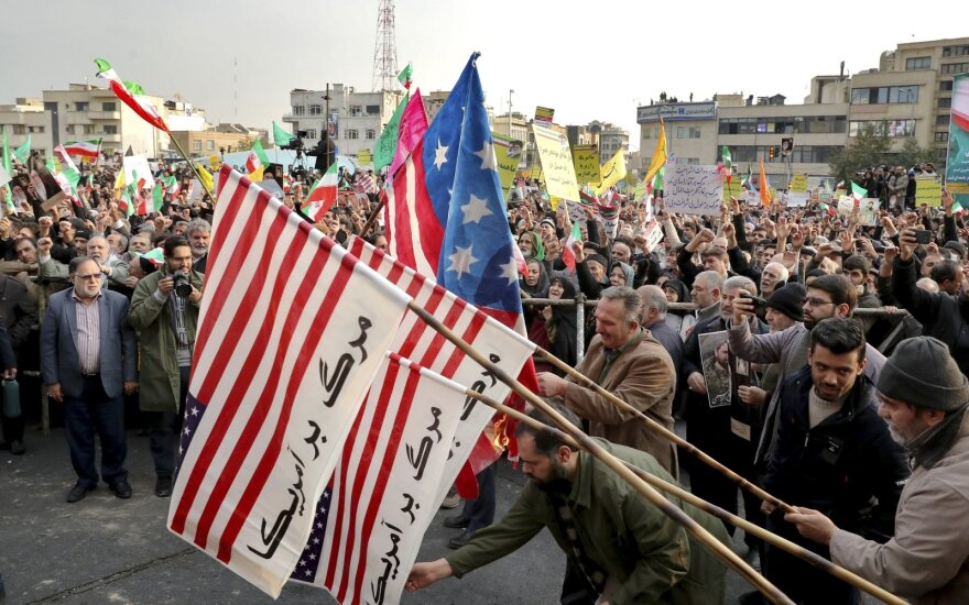 """Irano vyriausybės šalininkai surengė masinę demonstraciją prieš """"riaušininkus"""""""