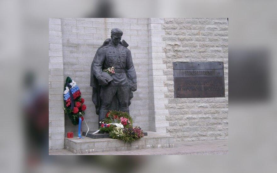 """A.Paleckis į gegužės 1-osios eitynes pakvietė """"Nakties sargybą"""""""