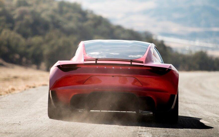 Hibridų ir elektromobilių gamintojų lenktynės: kokių naujovių sulauksime netrukus