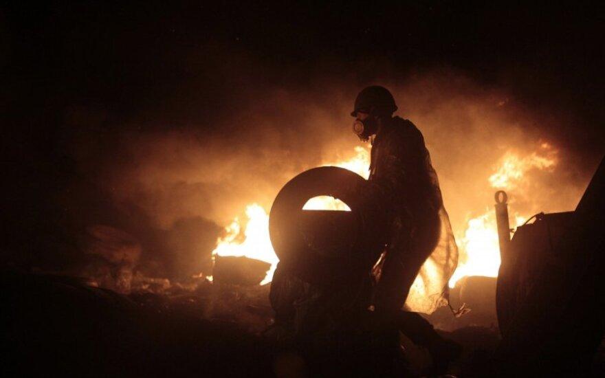 E. Lucasas: Kijevas dega, o Vakarų politikai ryja pelenus