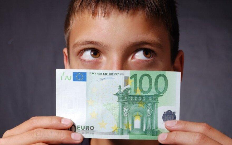 Kaip su paaugliais kalbėtis apie pinigus?