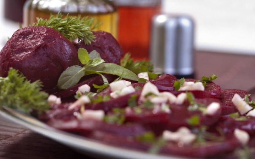 Madingi pietūs – burokėlių ir bolivinės balandos salotos