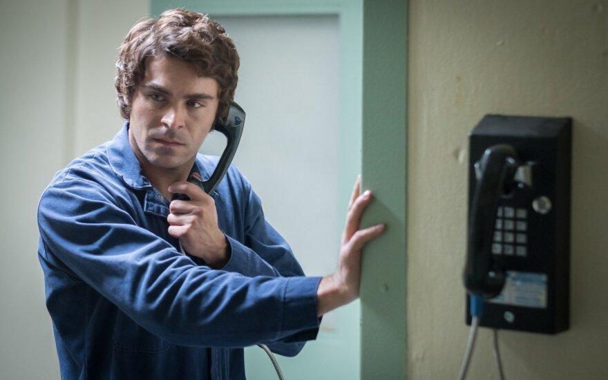 """Zacas Efronas, kadras iš filmo """"Žavusis žudikas Tedas Bandis"""""""