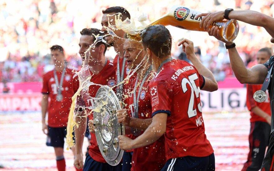 """""""Bayern"""" futbolininkai alumi laisto Bundeslygos čempionų trofėjų"""