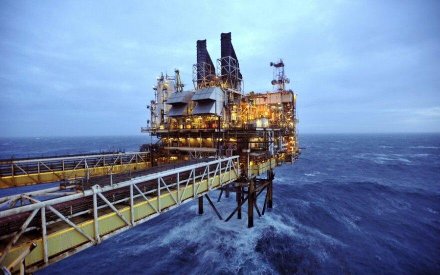 API: JAV naftos atsargos per savaitę smarkiai padidėjo