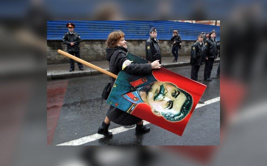 Rusijoje mitinguotojai nešėsi J.Stalino portretus