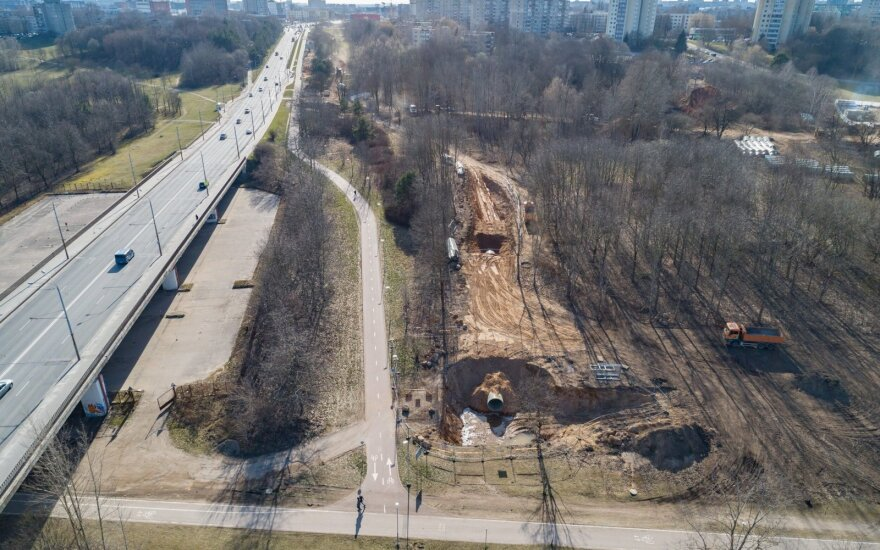 Lietaus nuotekynės rekonstrukcija Vilniuje nestoja: Žirmūnuose vyksta intensyvūs darbai