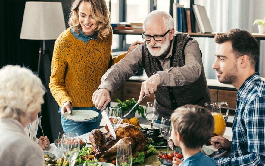 Kaip palaikyti gerus santykius su tėvais ir uošviais, bet jiems nenuolaidžiauti?