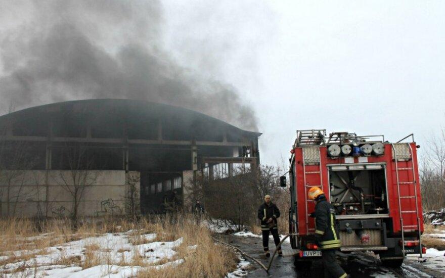 Gaisras Panevėžyje: juodi dūmai užtemdė Rožyno mikrorajoną