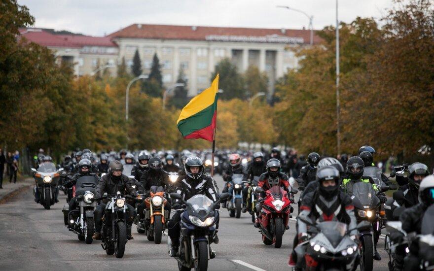 Baikeriams trūko kantrybė: sezoną uždarė protestu prie Seimo